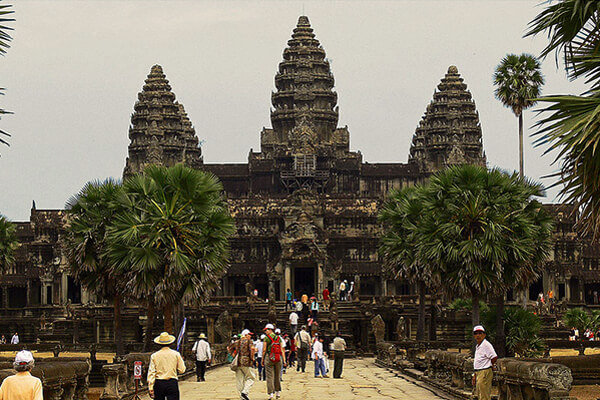 Angkor temple in peak season of tourism, Itinerary Cambodia