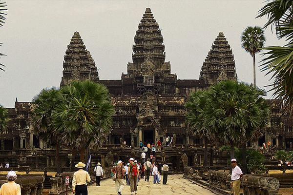 Angkor Temple in the peak season ò tourism