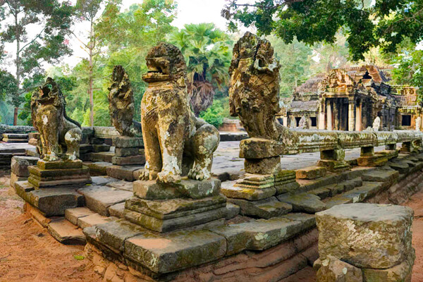 Stone carvings in Banteay Kdei temple - Cambodia itinerary 14 days