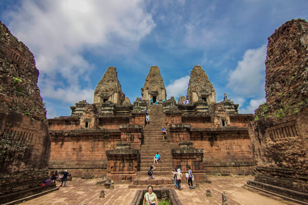 The stairway to Pre Rup Temple