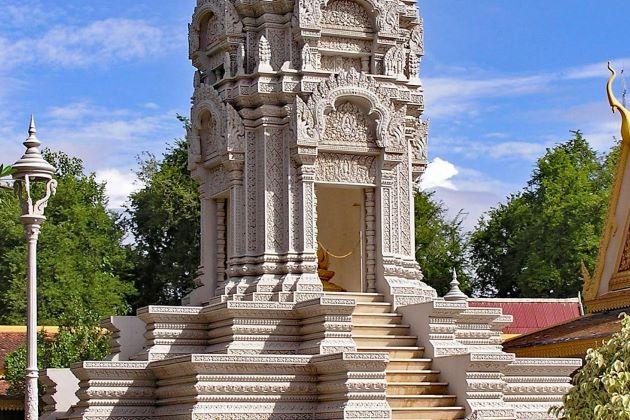 sliver pagoda royal palace phnom penh