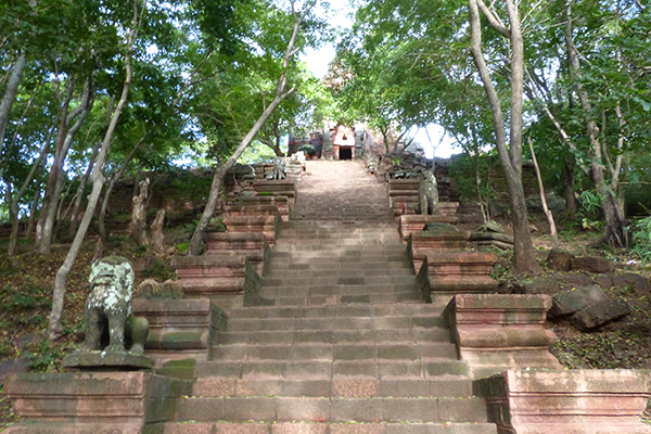 Phnom Banan Temple – The Highlight in Battambang You Must See