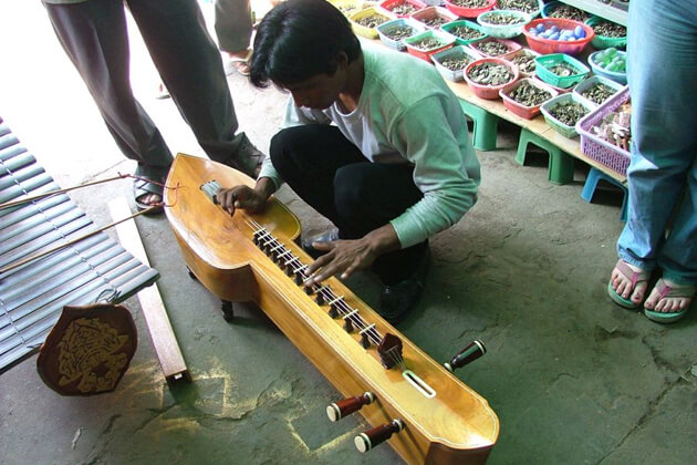 Cambodia musical instrument - Takhe