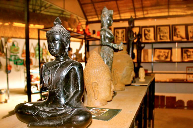 Siem Reap Main Showroom Handicraft, Cambodia Tour Trips