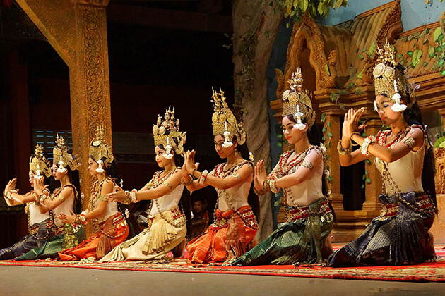 Apsara dance at night