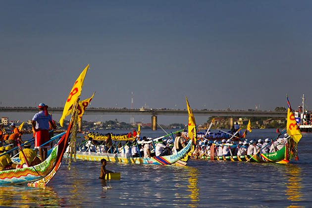 Bon Om Touk - Boat Racing Festival Cambodia