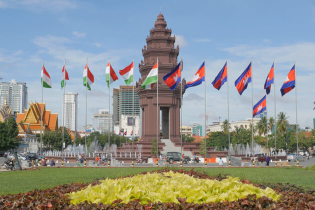 Independence Square phnom penh tours