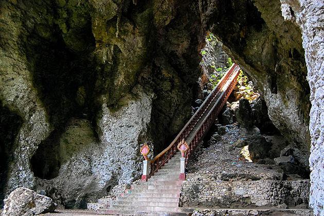 Phnom Sampeau battabang, Adventure tour in Cambodia