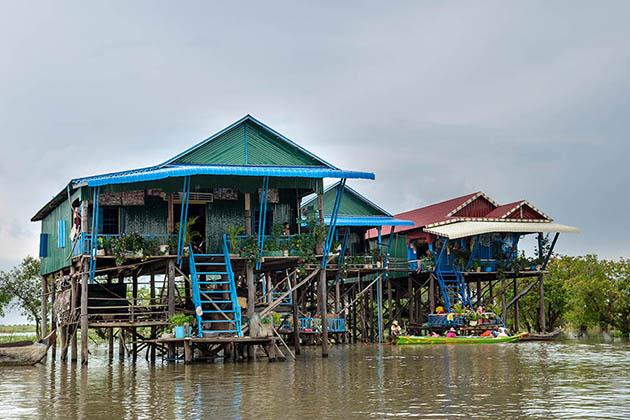 tonle sap floating village