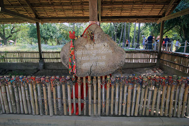 killing fields in phnom penh of hop on hop off tour itinerary