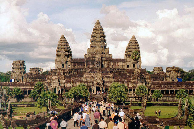 Angkor Wat in Dry Season, Travel to Cambodia