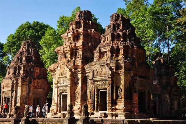 Roluos Temple, trip in Cambodia