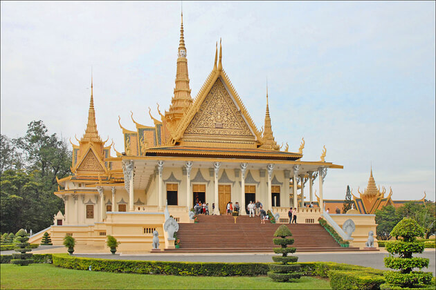 Beautiful landscape in Royal Palace, Phnom Penh Tours