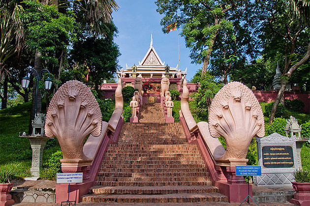 the sacred temple Wat Phnom, Day trip in Phnom Penh