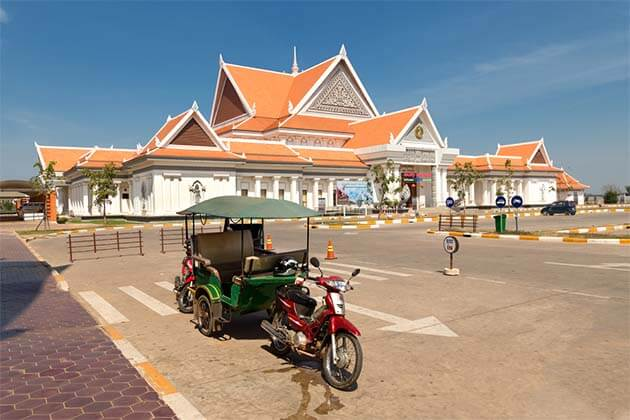 tuk tuk in Cambodia, Things to do and see in Cambodia 3 weeks itinerary