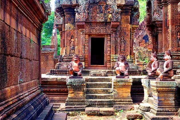 Banteay Srei temple, Luxury tour in Cambodia