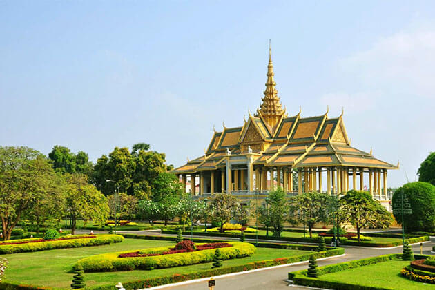 Royal Palace in Phnom Penh, Cambodia Trips